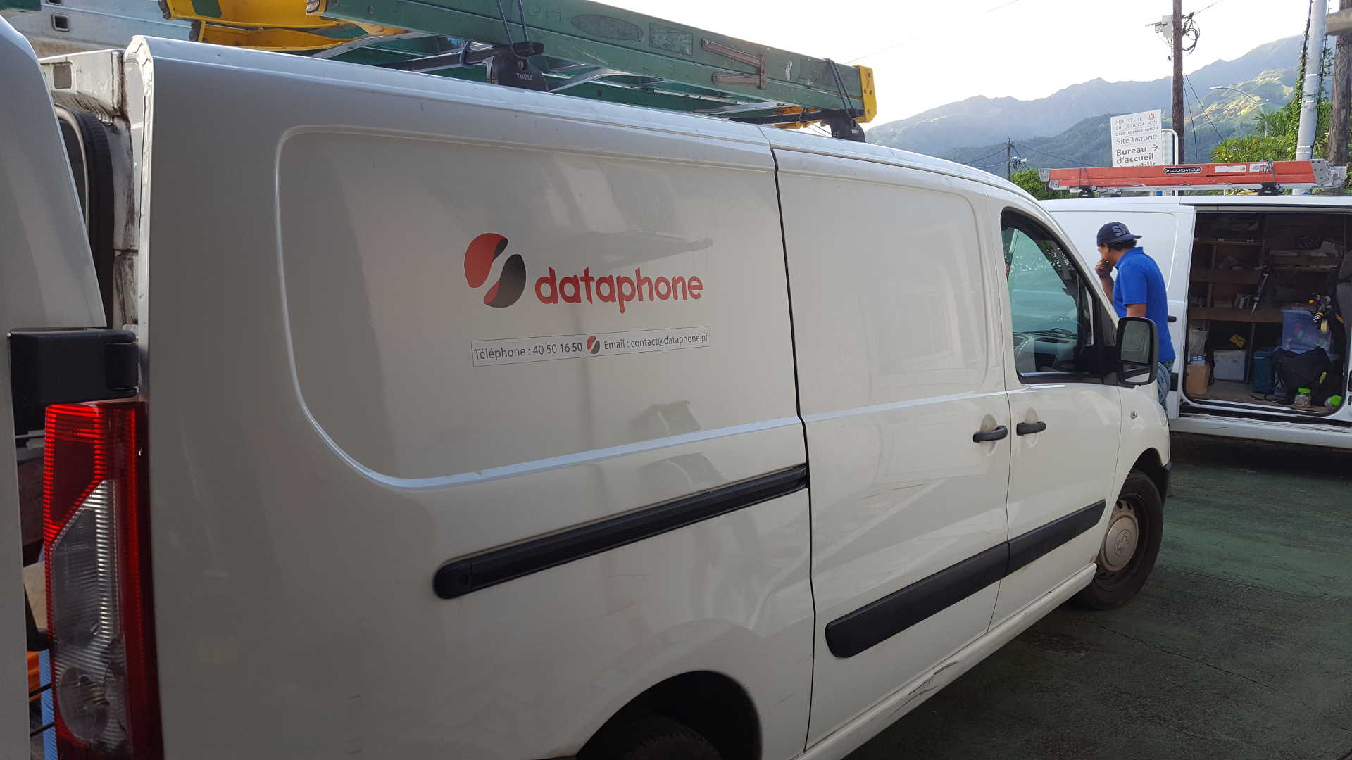 https://www.dataphone.tech/wp-content/uploads/2018/data/voiture.jpg